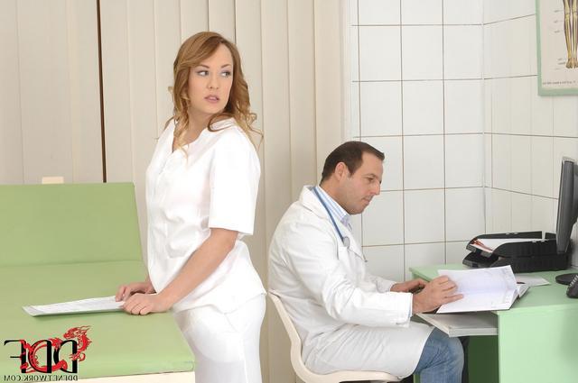 Секс в униформе медсестры и доктора с пациентом