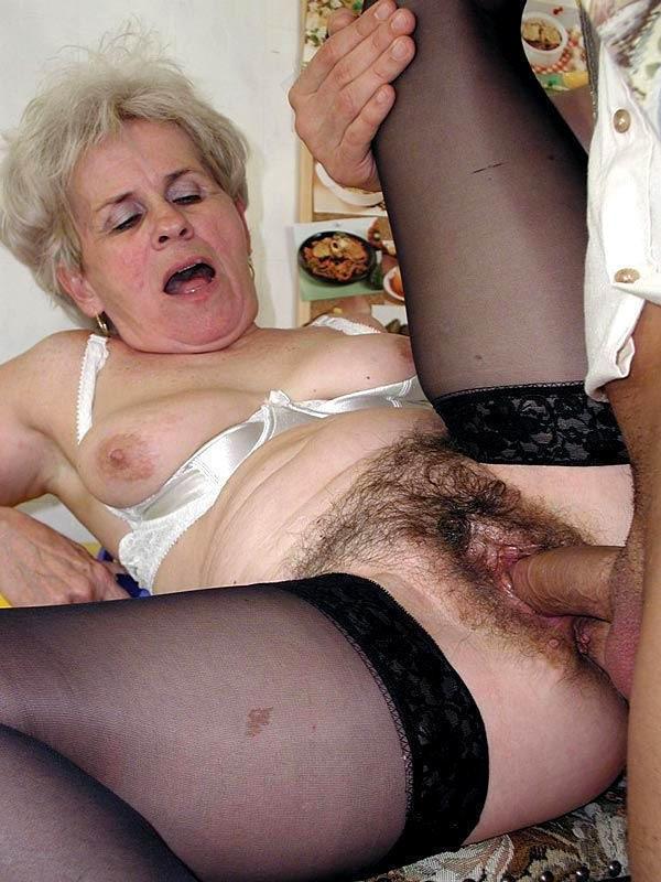 Волосатой бабушке кончают