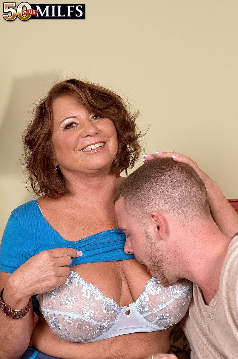 показать как сосут грудь мужчины-яв3