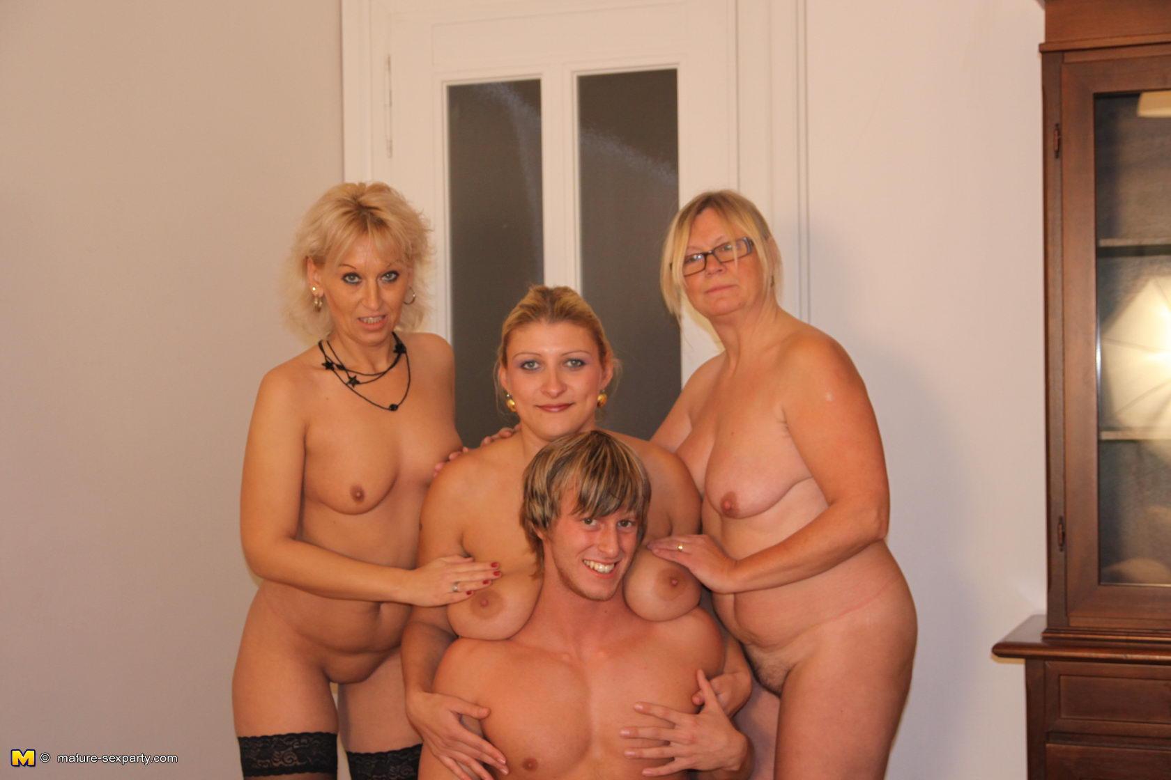 Эротическое групповое фото голых женщин в возрасте