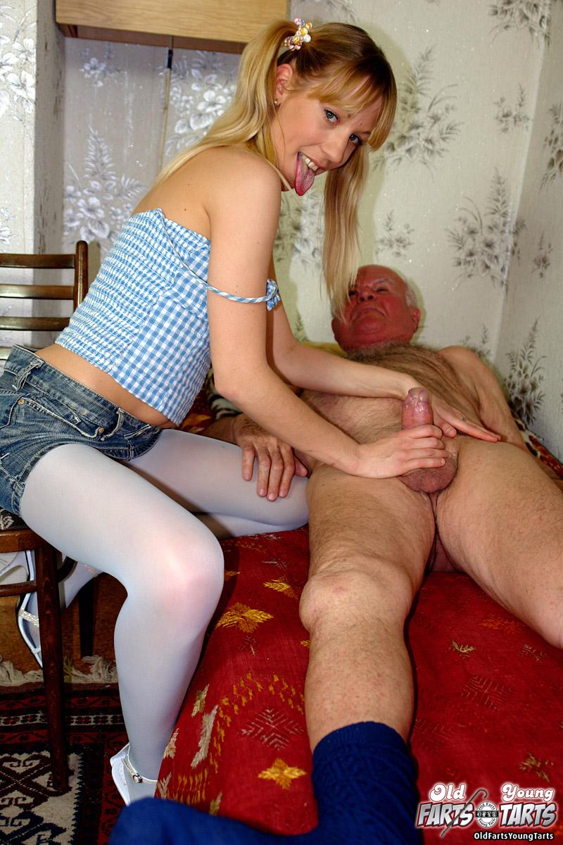 Молодая внучка с дедом занимаются сексом смотреть русское