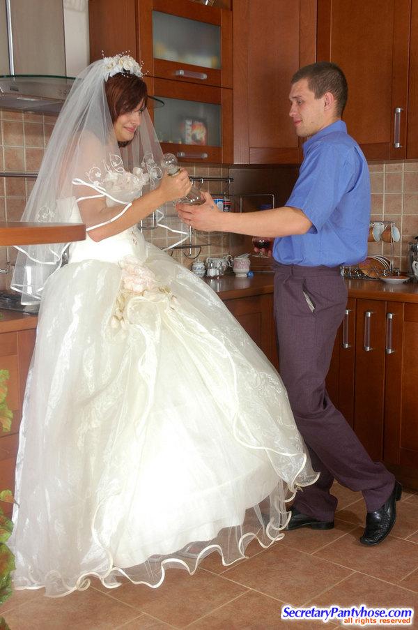 Ебут невесту в платье онлайн