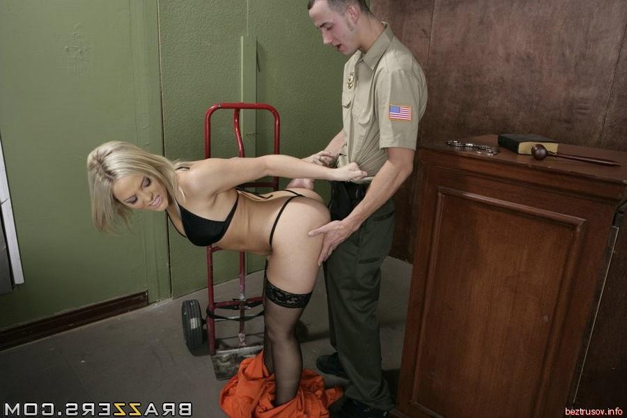 эротика с охранницей