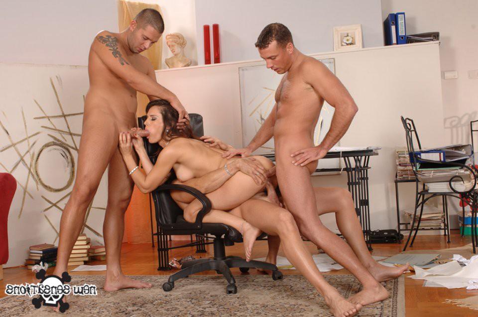 порно групповуха в офисе