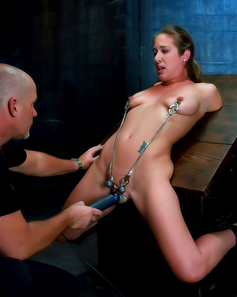 Развратная молодая дама жестко трахается в стиле БДСМ