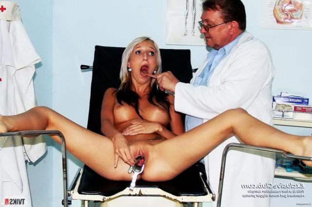 Худая баба с широкой пиздой у гинеколога