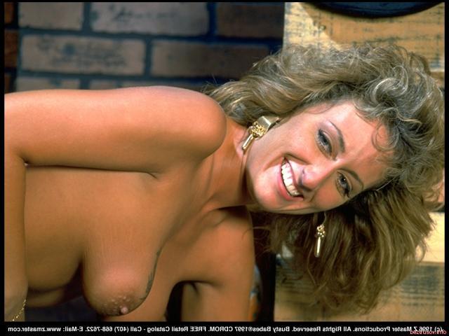 Ретро бляди с голыми сиськами эротично позируют