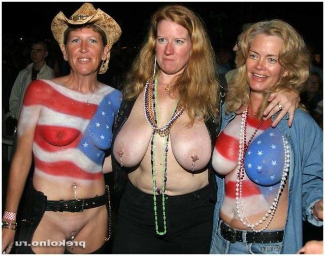 Боди-арт от голых и худых женщин, позирующих в позах