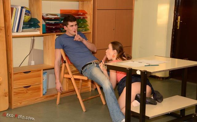 Лейк, минет и ебля в школьном классе от ученицы в позе наездницы