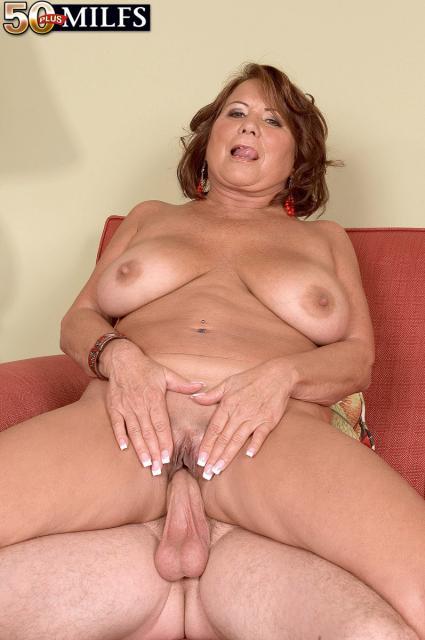 Минет и ебля от зрелой женщины с большими грудями и сперма ни лице
