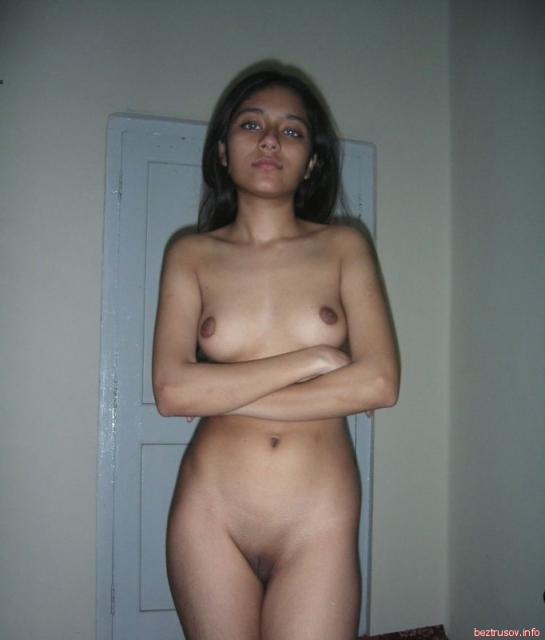 Сексуальные девушки демонстрируют пизды и сиськи на любительских фото