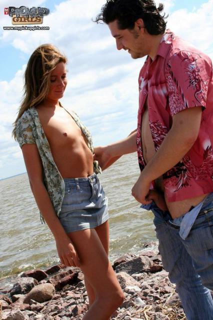 Секс на пляже с русской женщиной в позе наездницы