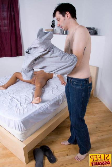 Ебля со спящей и русской девушкой во влагалище