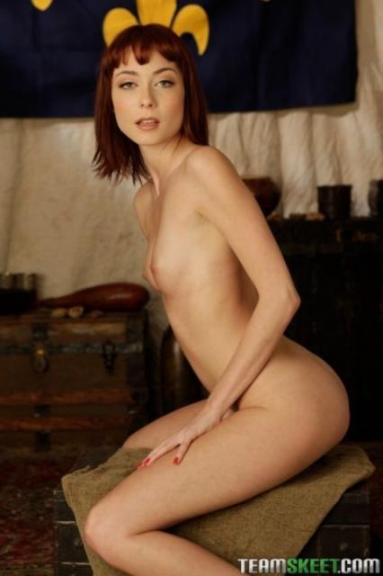 Рыжая сучка трахнулась в фото полового акта и кончила