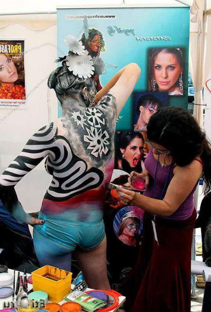 Развратные красотки, мечтающие о сексе, позируют в Боди-Арте