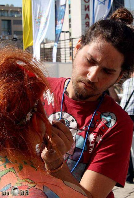 Молодые тёлки в Боди-Арте эротично позируют и хотят ебли