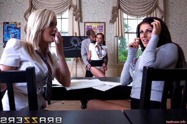 Порно фото голой секретарши занимающейся вагинальным сексом