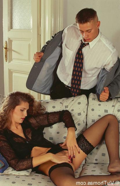 Шатенка в чулках любит анальный секс в ХХХ порно