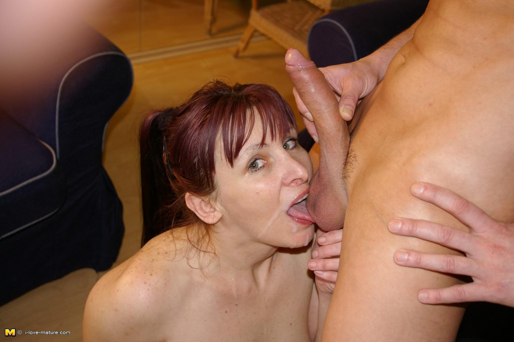 Смотреть порно мама проглотила сперму сына, Мама глотает сперму видео - смотретьроликов 7 фотография