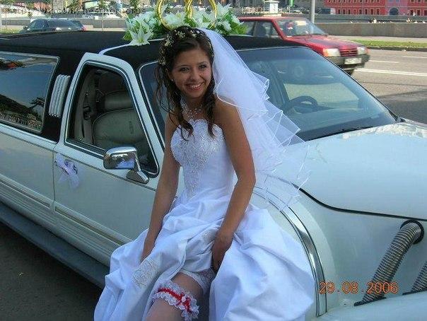 Гламурные тети в эротических нарядах начали вагинальный секс на свадьбе