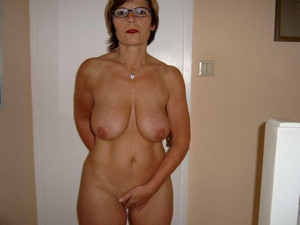 качественные фото голых тёток в годах