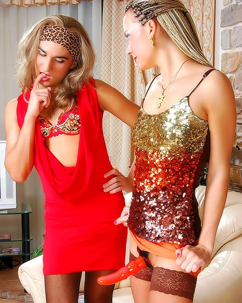 лесби трахают трансов страпоном