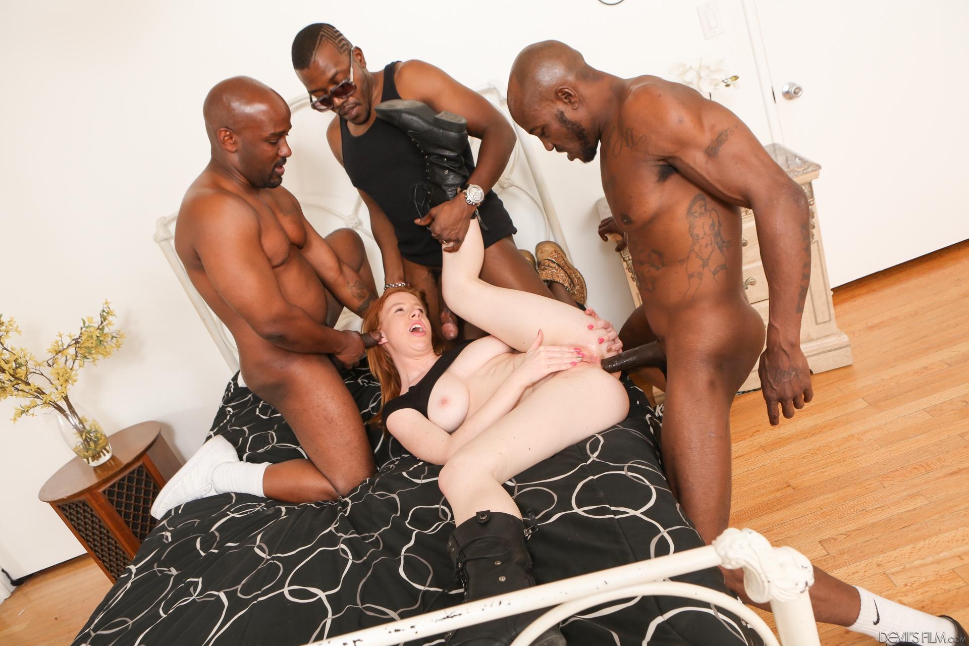 Порно с неграми белых телок