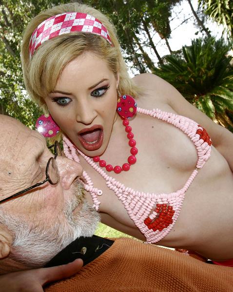 Зрелая проститутка с аппетитной попкой трахается в хардкор порно