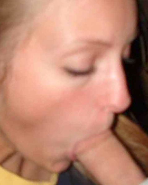 Молодые проститутки крупным планом сосут хуй в частных картинках