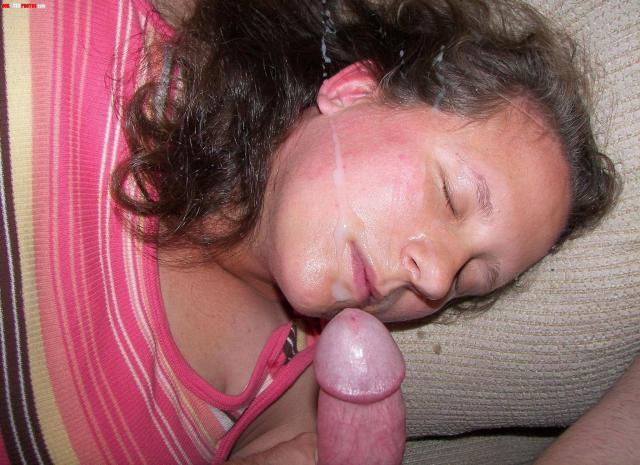Сексуальные проститутки после ебли с полным ртом спермы