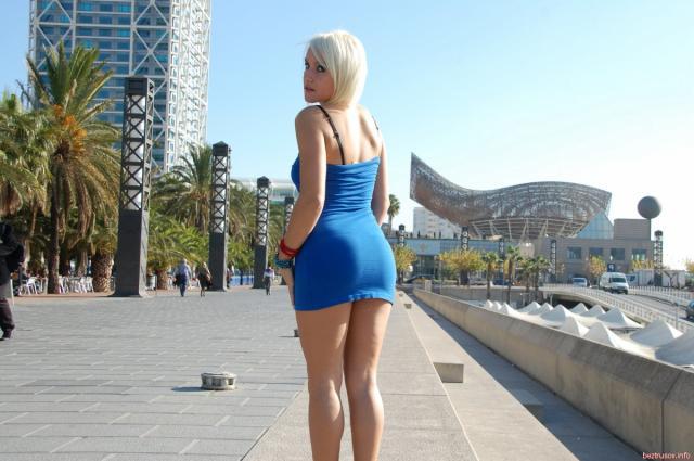 Развратное порево с сексуальной блондинкой на природе в анал
