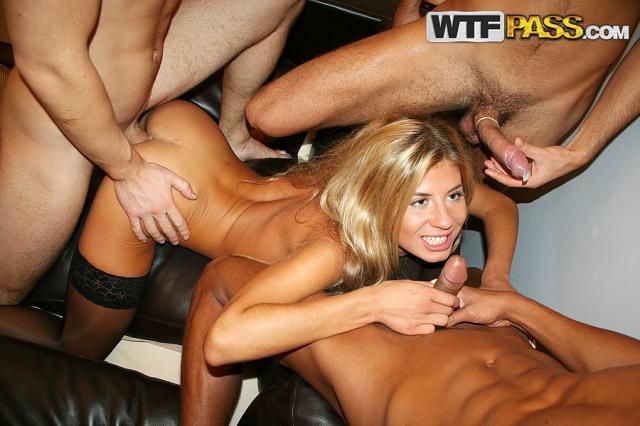 Голых девушек с мягкими сиськами трахают по-собачьи на секс вечеринке