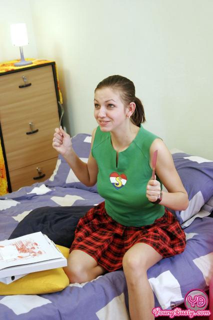 Опытная студентка на фото полового акта ебется в письку после минета