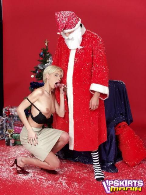 Сексапильная дама на новогодних картинках ебется в позе наездницы