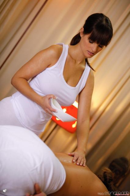 Эротический массаж соблазнительной жены и быстрый секс