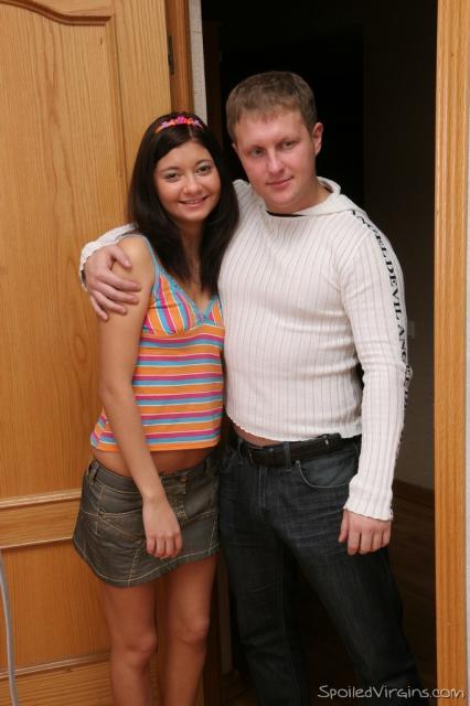 Русская брюнетка после пьяной вечеринки уже не анальная девственница