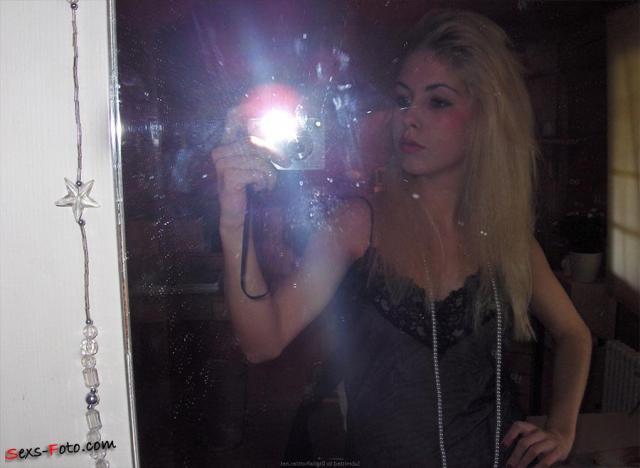 Частный архив домашнего порно длинноногой шлюхи блондинки