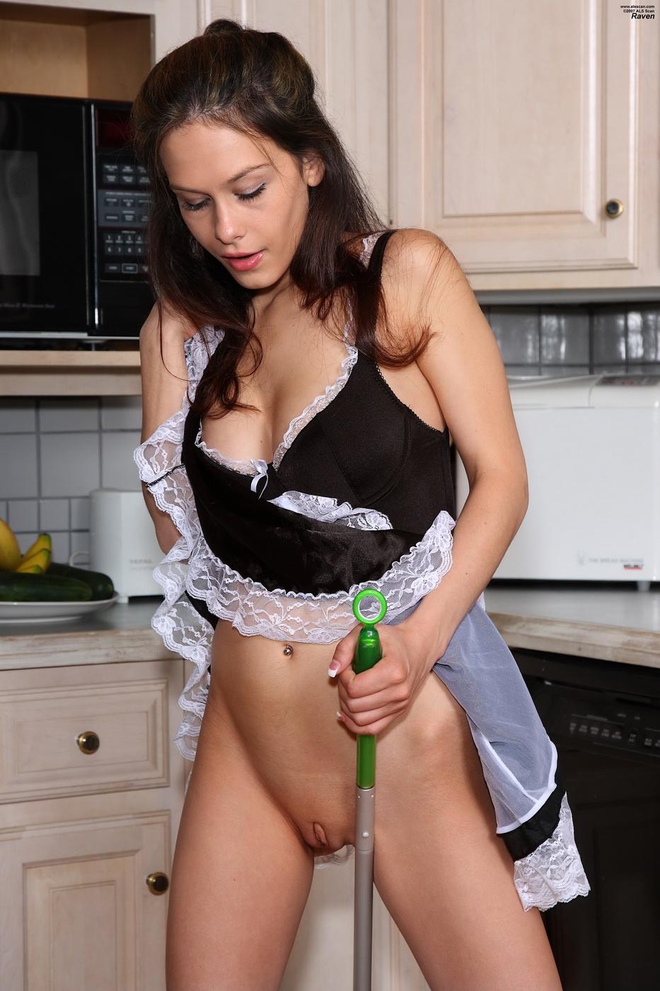 просмотр порно дрочит на служанку