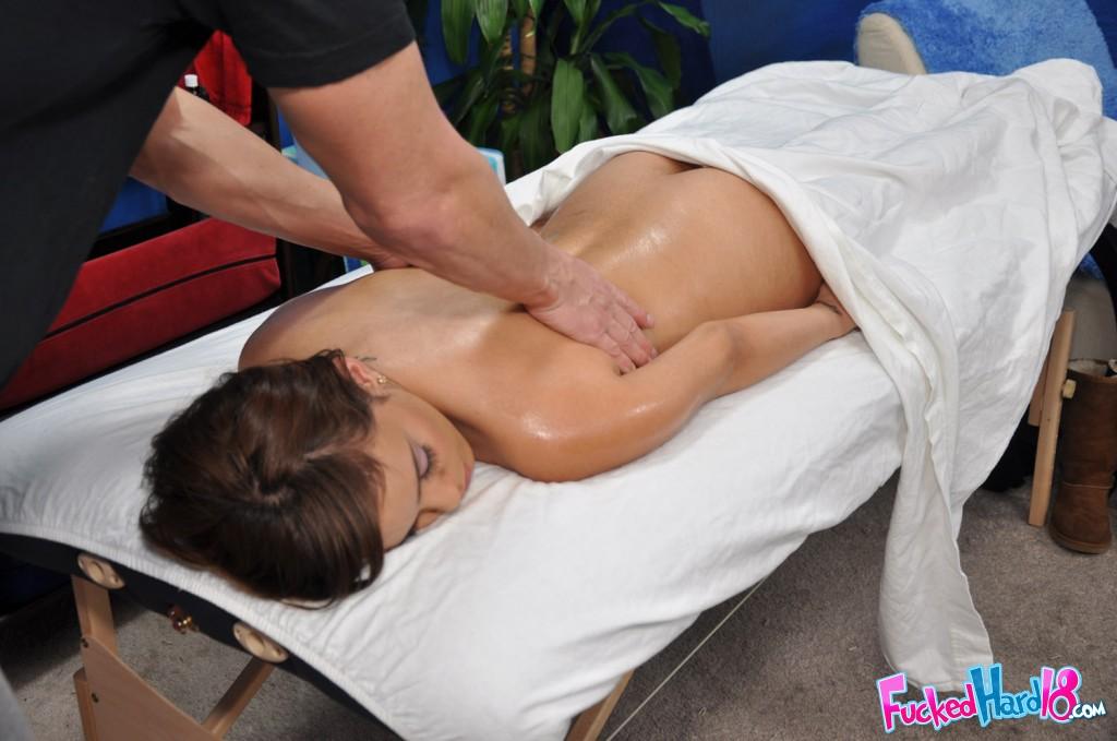 После эротического массажа дева почувствовала хуй в писе