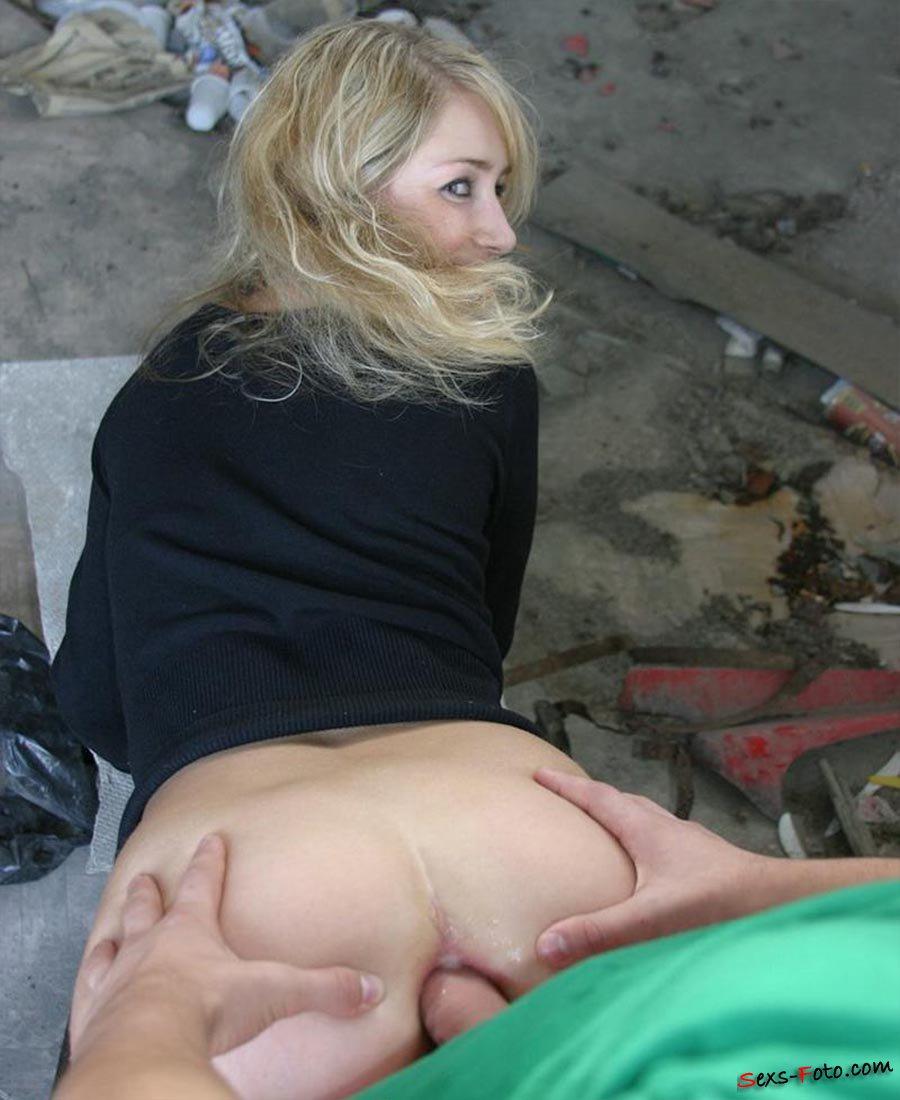 Русскую выебали в жопу на улице