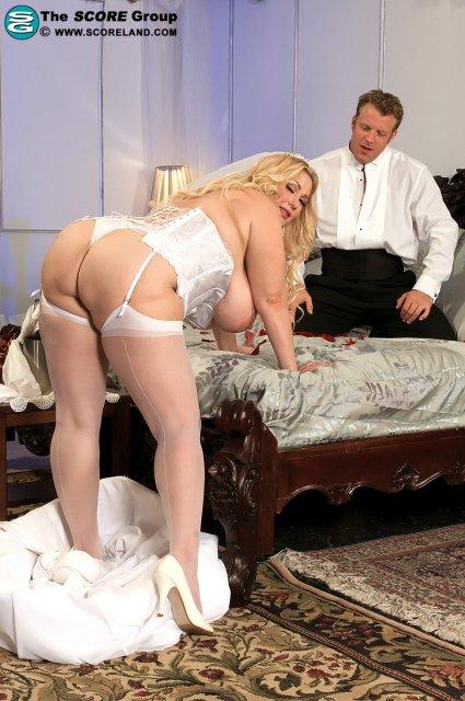Секс на свадьбе с толстой женщиной в чулках