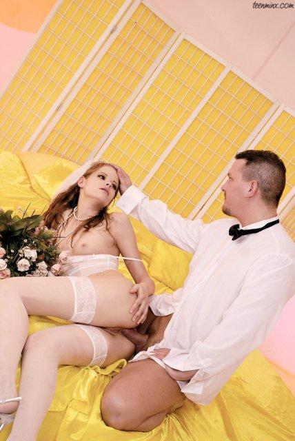 Малолетка после куни занимается сексом на свадьбе
